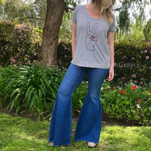 H&M Grey T Shirt Red Sparkle Nail Peace Sign Hand